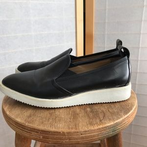 EVERLANE Sz 8.5 loafer black leather. White sole.
